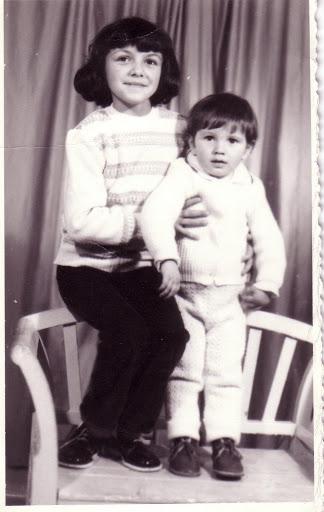 prin '82, cu frate-miu, Lucian, in ghetute de lac si cu pantaloni reiati din Ungaria