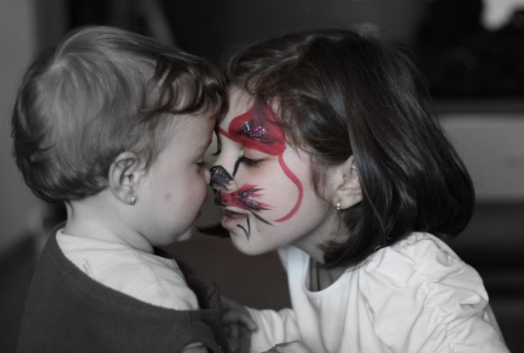 Sisterhood (Eva si Gia, 2010)