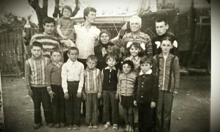 gasca nepotilor cu tataia Simion si mamaia Ioana