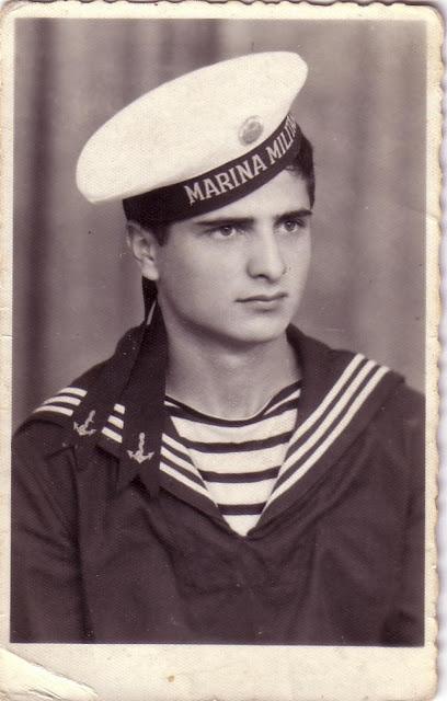 Gheorghe Avadanei, la 20 de ani, in prima lui permisie de militar (1970)Gheorghe Avadanei, la 20 de ani, in prima lui permisie de militar (1970)