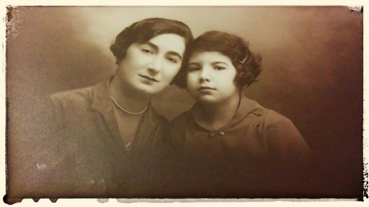 Cu mama, prin 1927