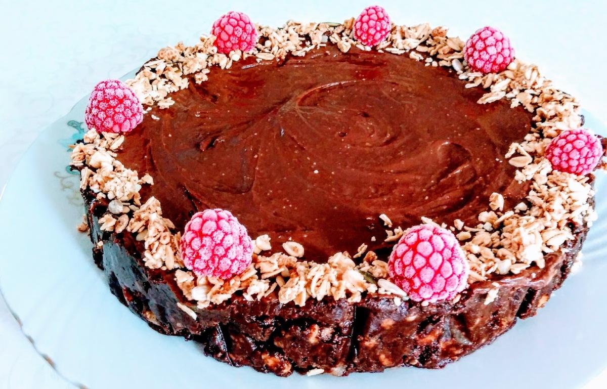 Tort de biscuiti, cu fructe deshidratate si cioco