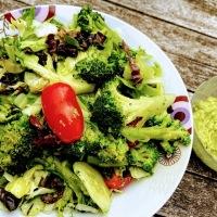 Despre tipare mentale si o salata cu mujdei de avocado